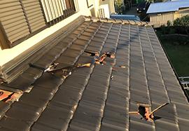 瓦屋根の割れ