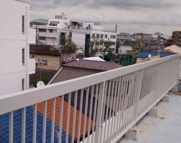 東京都葛飾区 屋上手摺り塗装、床防水工事 鉄部の塗装 ケレン作業の意味 (1)